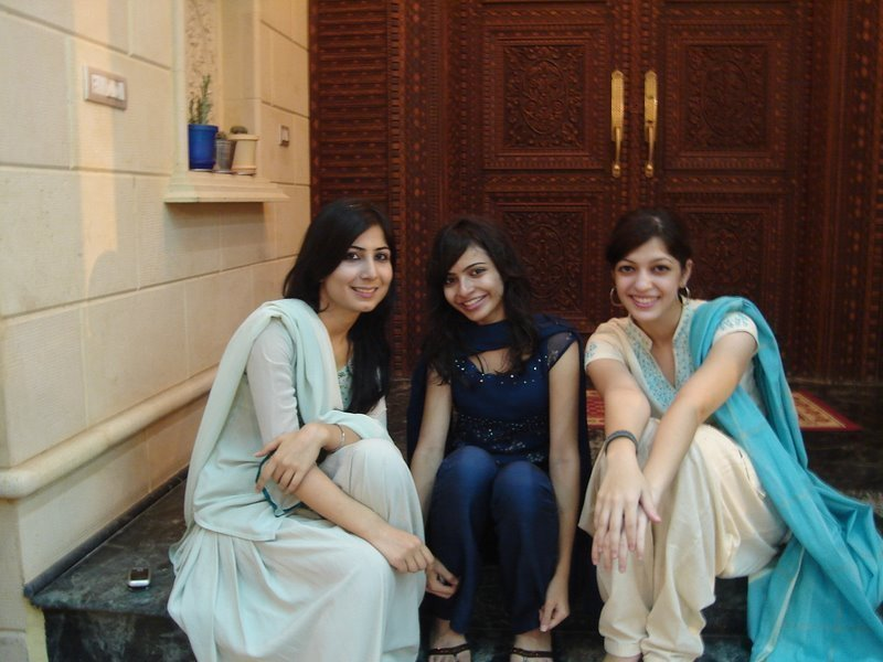 Pakistani College Chicks Beautiful Photos
