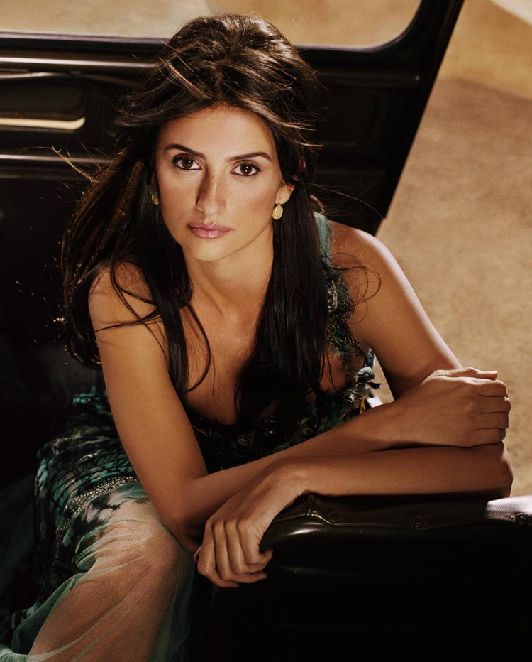 Fresh Look Celebrity Penelope Cruz Hairstyles 45