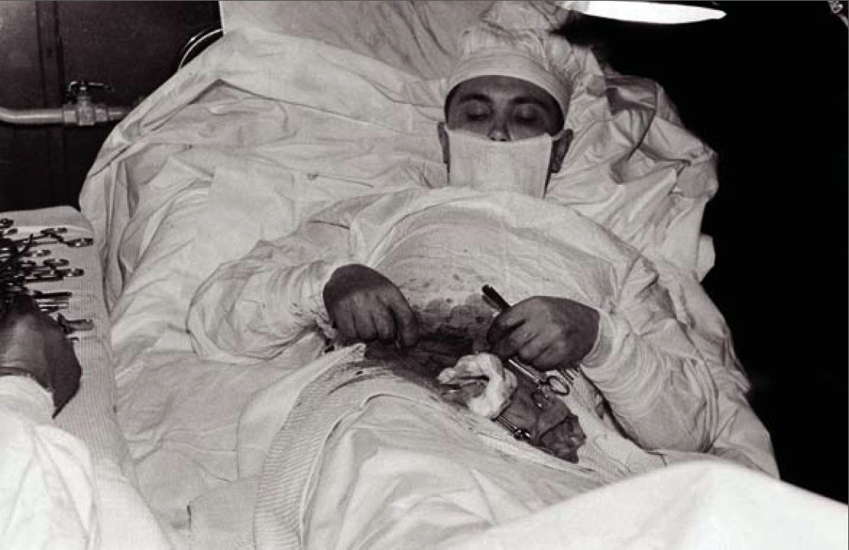 Antarctica, 1961: Dr. Leonid Rogozov has to remove his own appendix.