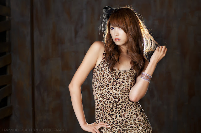 Lee Eun Hye Sexy in Leopard Dress