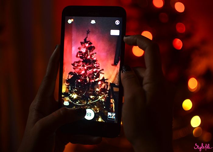 Dayle Pereira of the blog Style File reviews the ASUS Zenfone 2 Laser smartphone in gold with a series of pictures of the Christmas holiday season