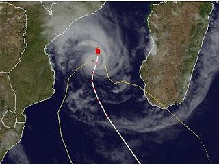 Tropischer Sturm FUNSO erreicht Kategorie 5 voraussichtlich nicht mehr, Funso, aktuell, 2012, Satellitenbild Satellitenbilder, Januar, 2012, Indischer Ozean Indik, Zyklonsaison Südwest-Indik, Afrika, Madagaskar, major hurricane,