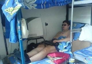 smešna slika: računarstvo iz kreveta
