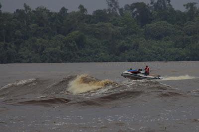 photo Ombak Bono Kampar waves