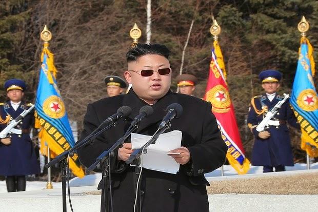 Pemimpin Korea Utara, Kim Jong-un berpidato di depan pasukan militernya