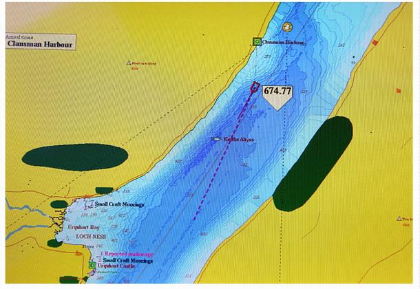 Un pescador retirado descubre una grieta enorme en el lago Ness Ness3