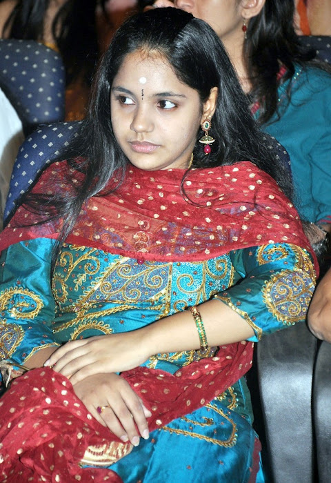 female younger playback singer saindhavi gv prakash latest photos
