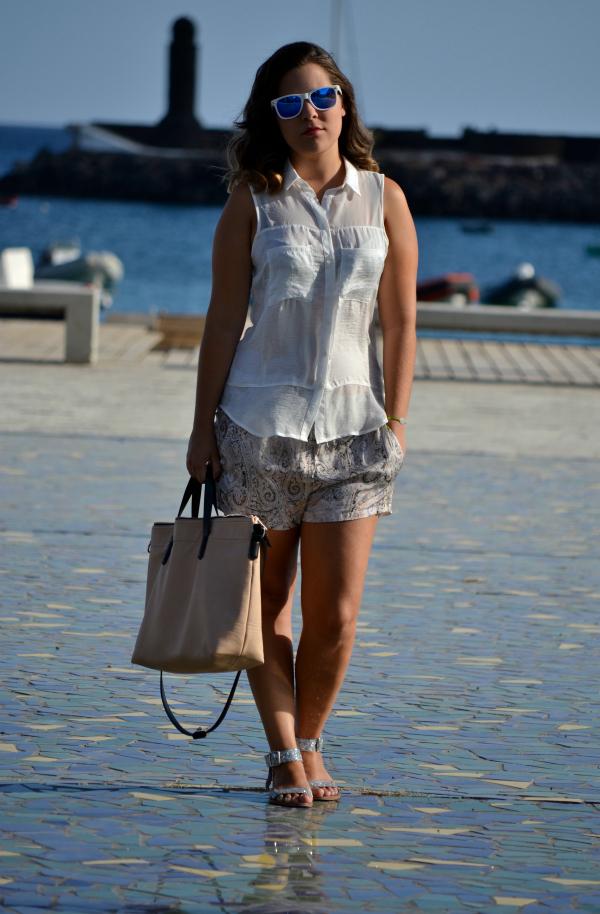 look_outfit_verano_gafas_espejo_knockaround_sandalias_glitter_lovelypepa_nudelolablog_05
