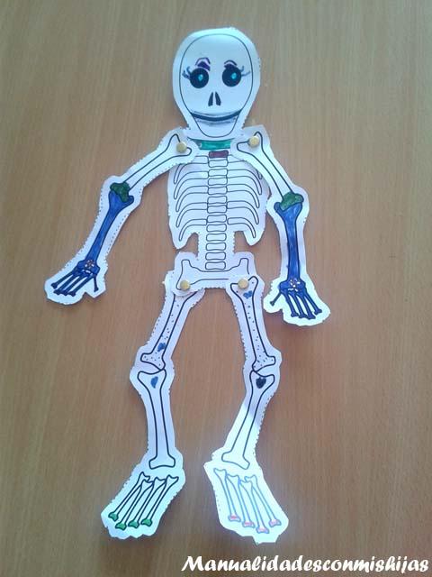 Manualidades con mis hijas: Esqueletos articulados para Halloween