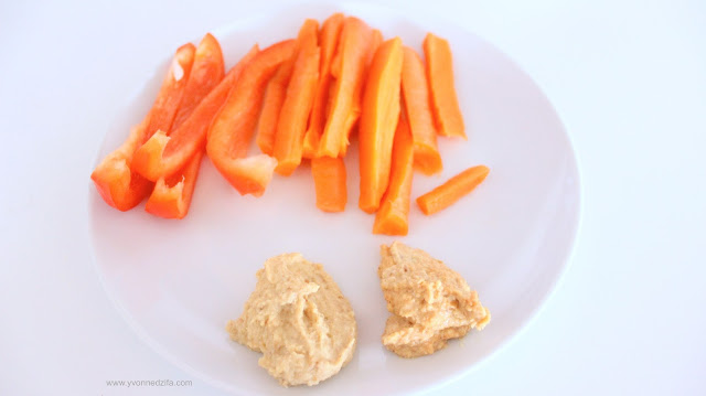 Healthy humus recipe from scratch with carrots and pepper sticks