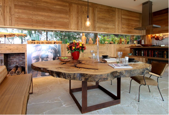 decoracao de interiores casas de madeira:simplemente una rodaja de tronco sirve para armar una mesa