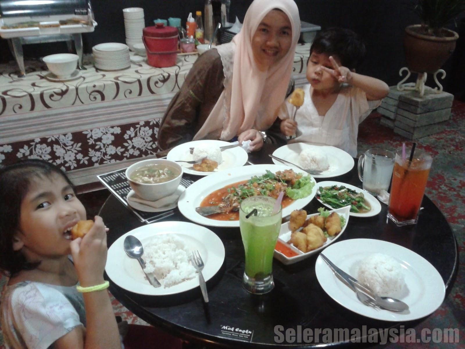 Restoran Mak Engku di Bukit Indah Johor Bahru