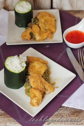Arroz Sundãr Thai con pollo al sésamo sobre cama de verduras