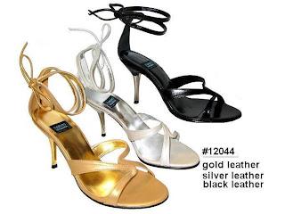 Sandálias nas cores dourado, prata e preto