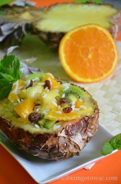 Sałatka owocowa z ryżem w ananasie