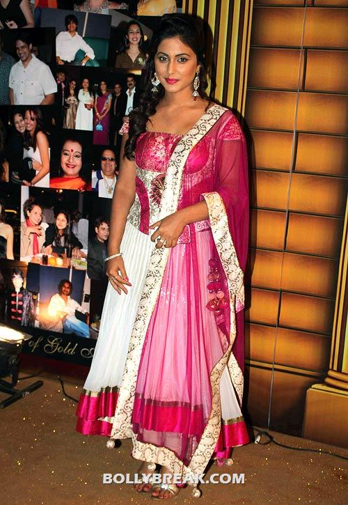 Hina Khan in red suit - (6) - Star Gold television awards 2012 Pics