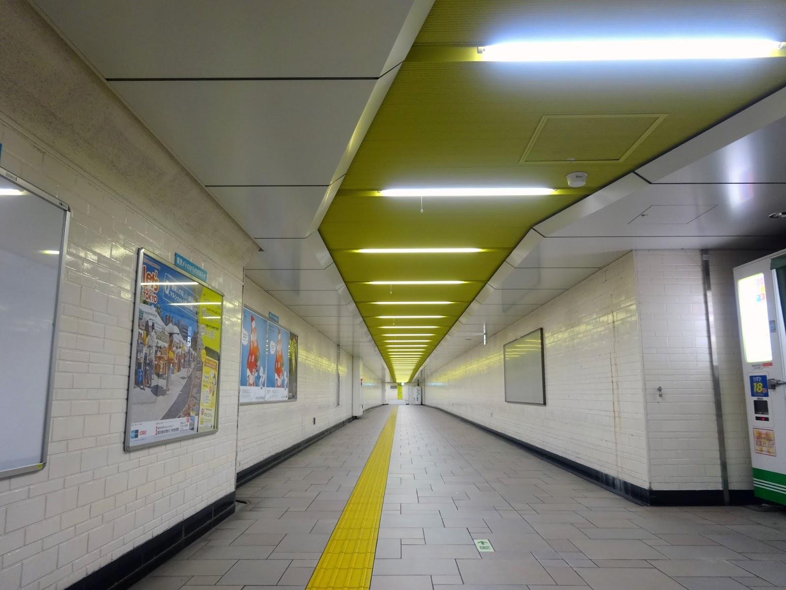 地下道,表参道駅〈著作権フリー無料画像〉Free Stock Photos