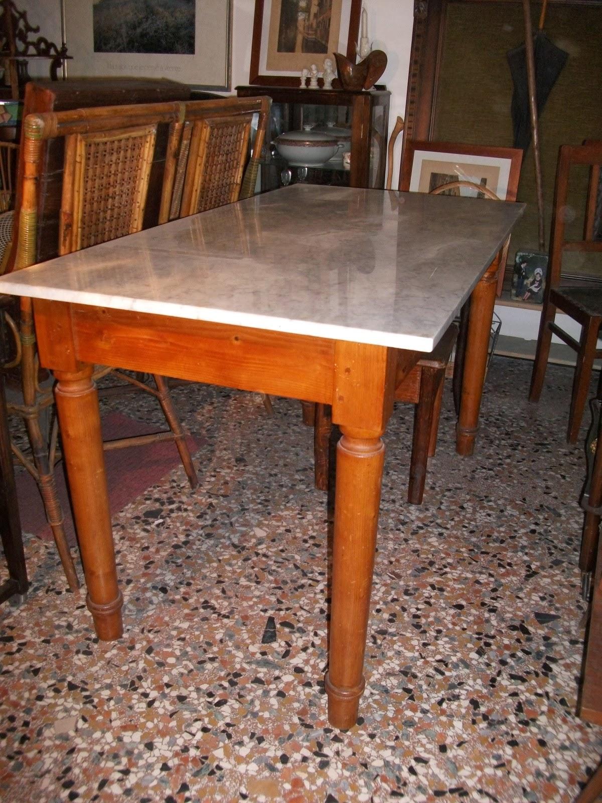 La brocante de blanche tavolo di legno con ripiano di marmo for Tavolo di legno