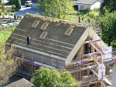 Тюкование крыши и стен. Стройка.