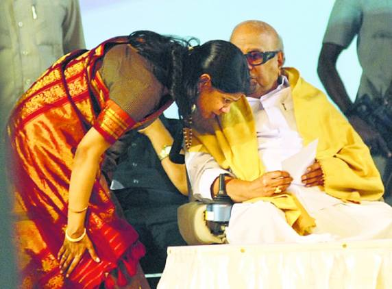 Kanimozhi-with-father-Karunanidhi
