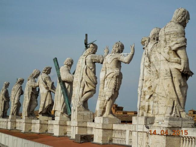 statuile de pe Cupola San Pietro