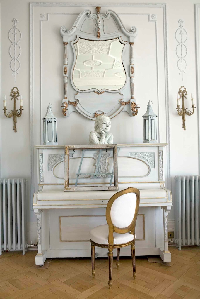 antique white interiors i heart shabby chic. Black Bedroom Furniture Sets. Home Design Ideas