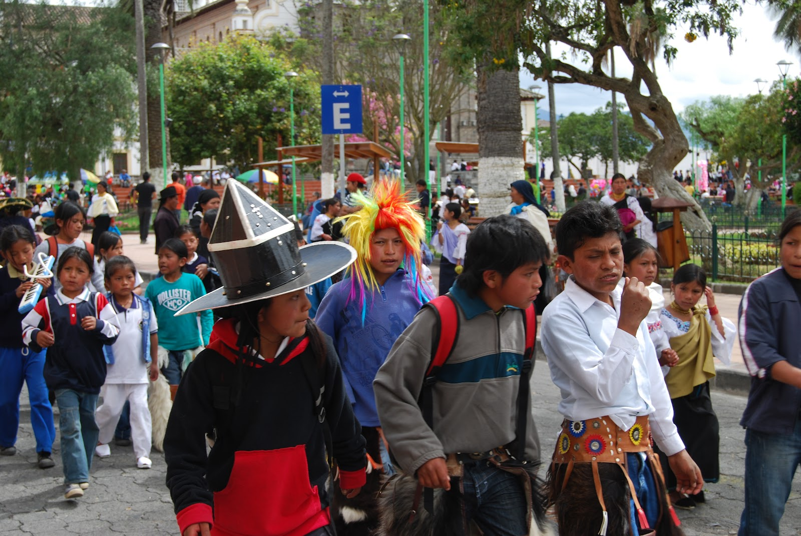 What kind of clothes do Ecuador wear?
