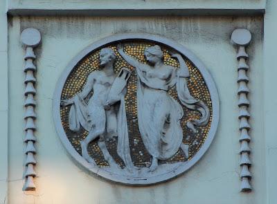 Boškovićeva 26 - reljefi na fasadi