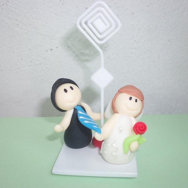 Lembrancinha de Casamento noiva puxando o noivo