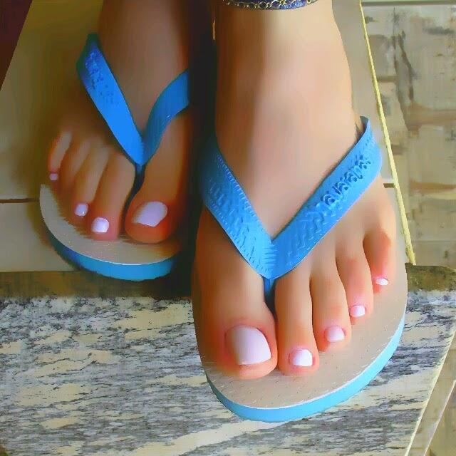 Pezinhos em sandalia de salto alto 7