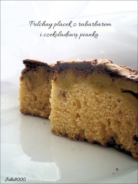 Pulchny placek z rabarbarem i czekoladową pianką