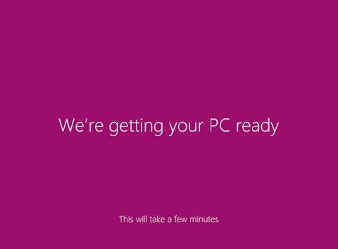 Proses instalasi Windows 8 kembali mempersiapkan linkup kerjanya (kkomputer), tunggu saja.