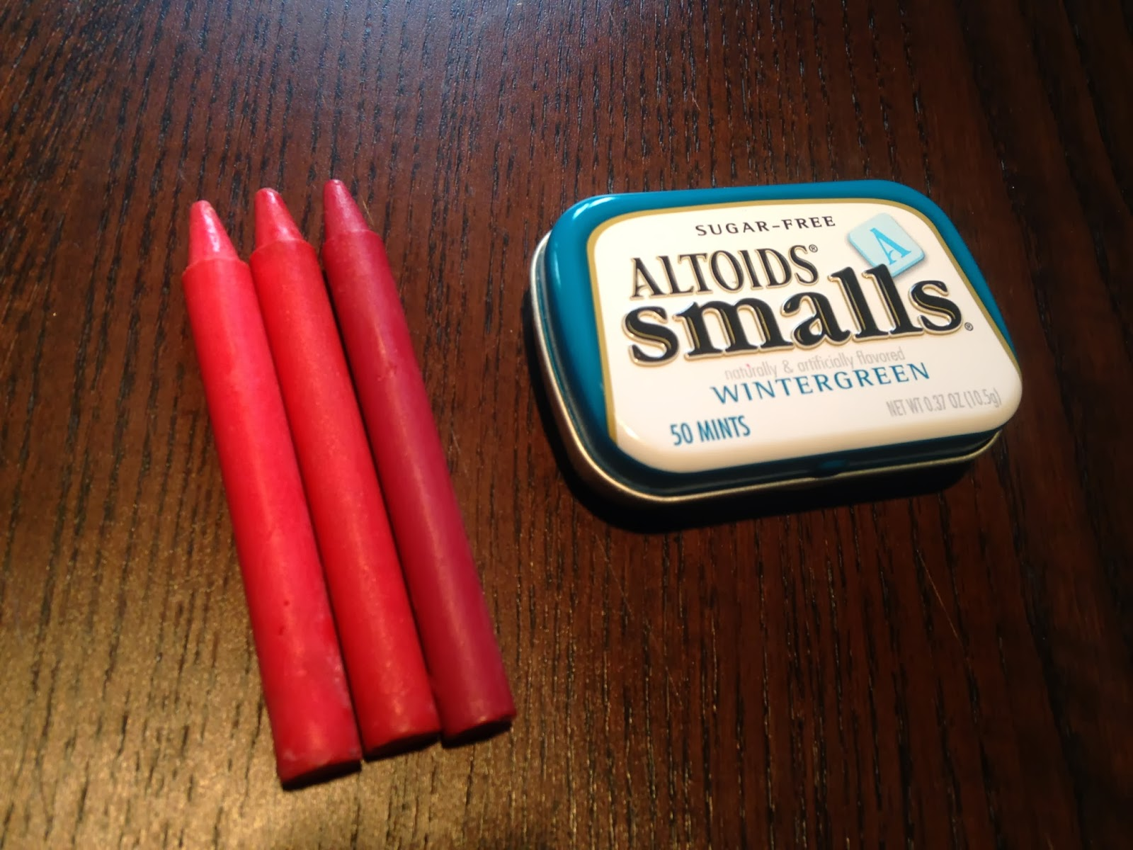 Making christmas ornaments with crayons - When I First Saw This Post By Ohsoprettythediaries I Was Both Skeptical But Intrigued Can You Really Make Lipstick Out Of Crayons