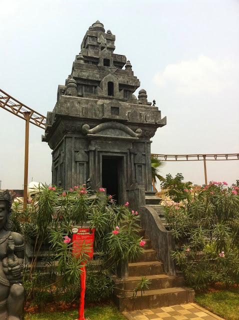 Replika Candi Prambanan