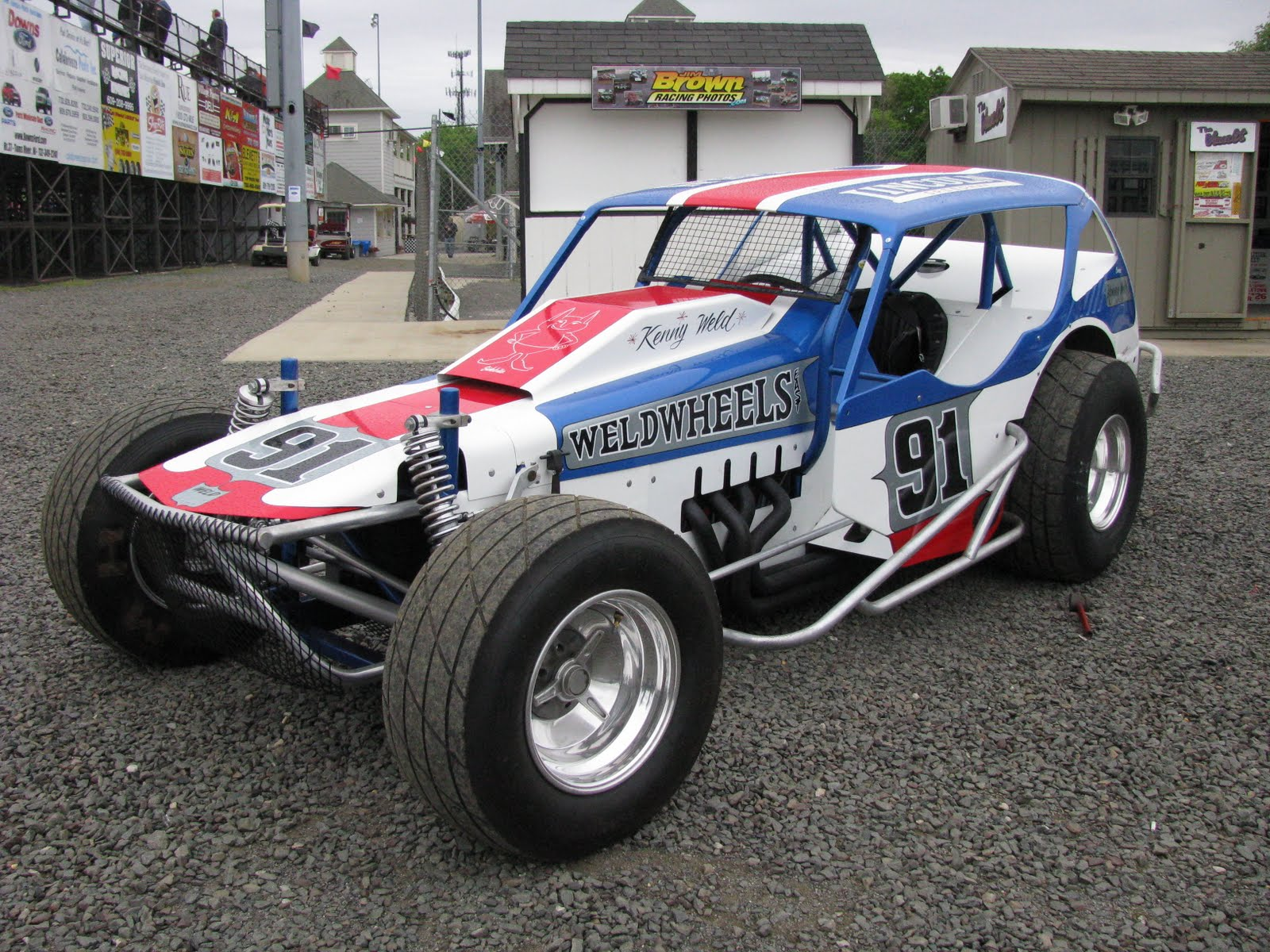 Vintage cars, including Kenny Weld Modified, at New Egypt Speedway ...