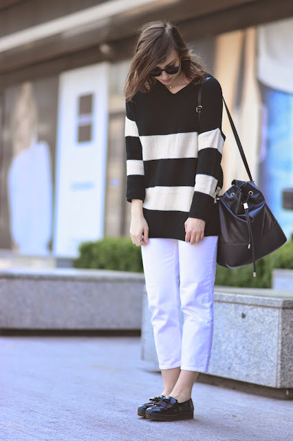 bag striped reserved worek torba street style białe spodnie white pants outfit blogger