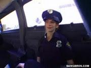Uniformizada de policial, ela levou muita rola