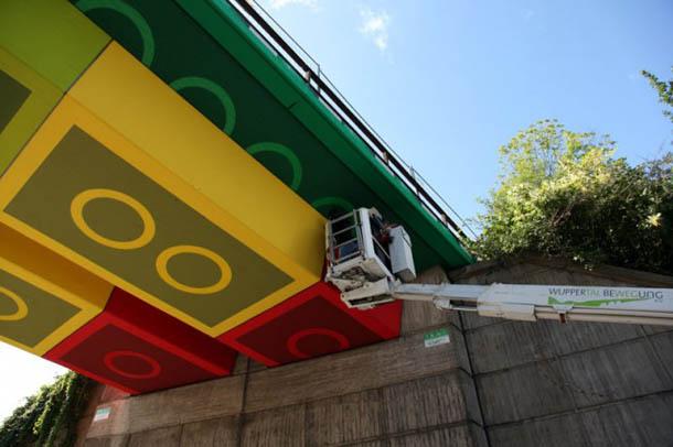 Arte urbana - ponte de Lego gigante - Megx