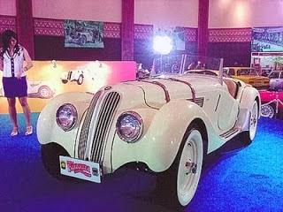 foto mobil antik putih