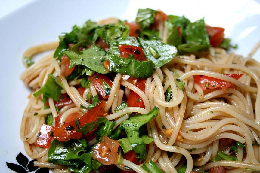 spaghetti mit rucola und frischen tomaten rezepte suchen. Black Bedroom Furniture Sets. Home Design Ideas