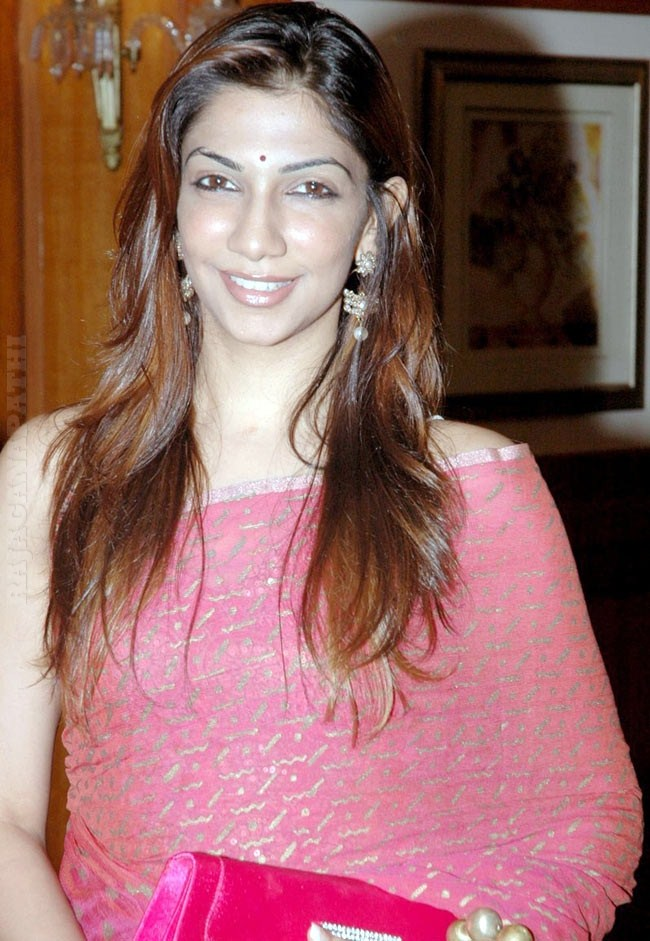 Bhavana Vijay Tv Anchor Hot