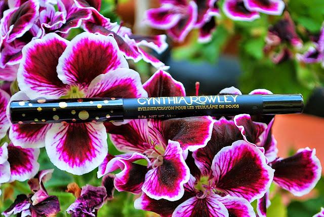 crayon noir pour les yeux, cynthia Rowley