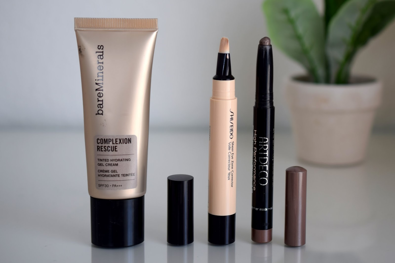 Beauty Favoriten im März: Bare Minerals Complexion rescue, Shiseido Sheer Eyezone Corrector, Artdeco High Performance Eyeshadow Stylo