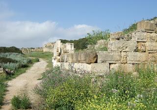 Teilstück der Stadtmauer im Westen der Akropolis von Selinunt