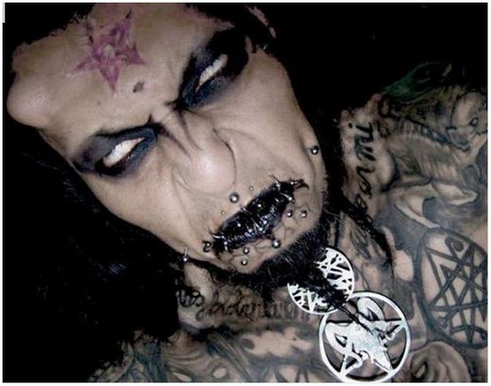 14 Gambar Manusia-manusia berwajah Iblis yang wujud di alam nyata !..
