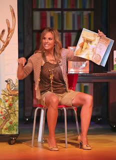 elisabeth hasselbeck spreads open uncrossed legs