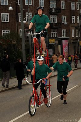cykel, tandemcykel, på höjden, chalmers, cortegen, kortegen, chalmerskortegen, chalmerskortegen, valborg, valborgsmässoafton, göteborg, foto anders n