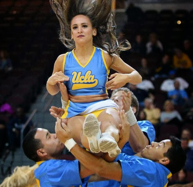 Aksi hot cheerleaders hibur kejuaraan basketball di Las Vegas