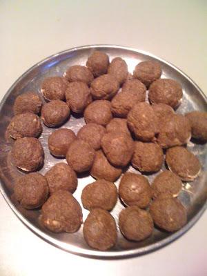Porulvilangai Orundai is made with jaggery and whole moong dhal powder