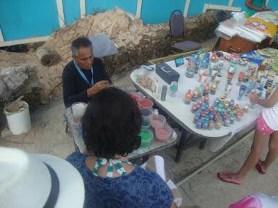 Produção de artesanato com areias coloridas